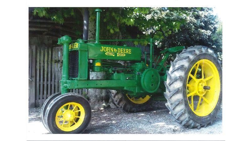 Défilé de vieux tracteurs